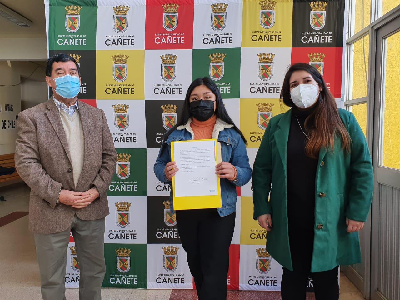Fundación Portas y CMPC entregan becas en Cañete